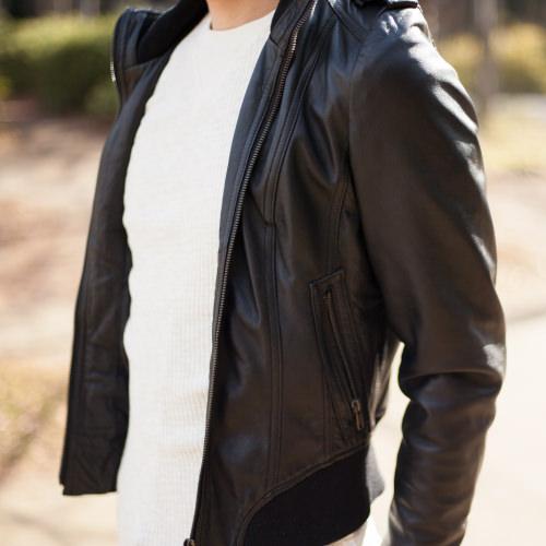 レザージャケット 古着コーデ ブラックライダースを使って王道の爽やかカジュアルスタイル アップ写真